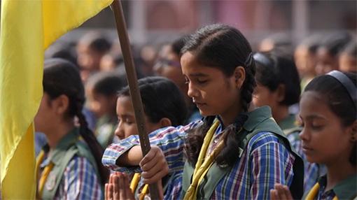 girls-holding-flag